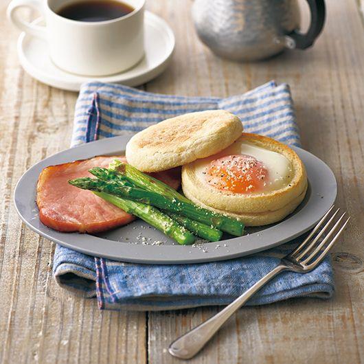 半熟卵のイングリッシュマフィンサンド | 毎日、マルチグリル。 アイデアレシピ|【ノーリツ】の給湯器・湯沸かし器
