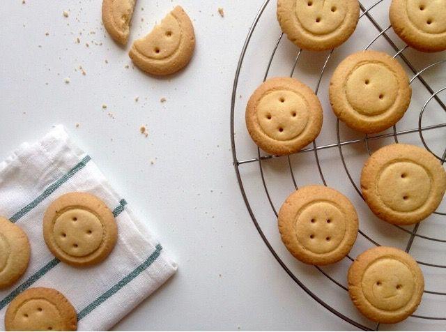 Легкие, с ароматной ноткой ванили — нежные песочные печеньки…В форме веселых…