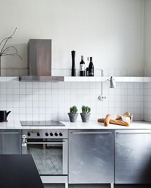 I like everything on this, except for the backsplash of the kitchen, it looks too much like a bathroom