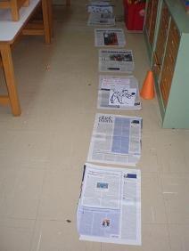 παιχνιδοκαμώματα στου νηπ/γειου τα δρώμενα: επιδαπέδιο παιχνίδι, με εφημερίδα !!!