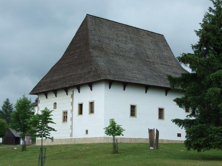 Netradičné kaštiele na strednom Slovensku, ktoré stoja za pozornosť Parizovce