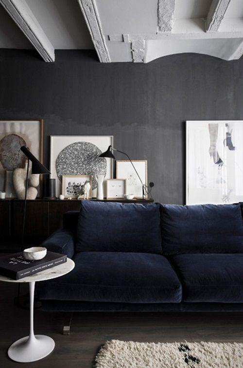 Ett vackert vardagsrum i gråblå toner