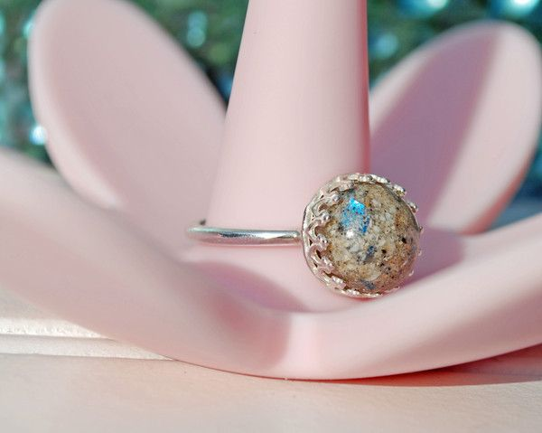 Vintage style ashes/cremation ring.