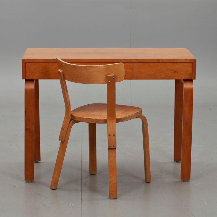 SKRIVBORD SAMT STOL Enligt uppgift Alvar Aalto, tillverkade i Hedemora, 1940/50-tal. Björk. Skrivbordet l 100, b 52, h 73.