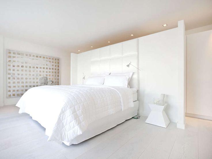 Inspiratie | Design by Jan des Bouvrie | #jandesbouvrie #design #slaapkamer #bedroom #bed #white #interior #interieur #interieuradvies #style
