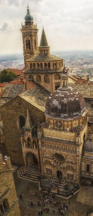 Basilica di Santa Maria Maggiore (Bergamo) - Impozáns nézőpontból                                                                                                                                                                                 Más