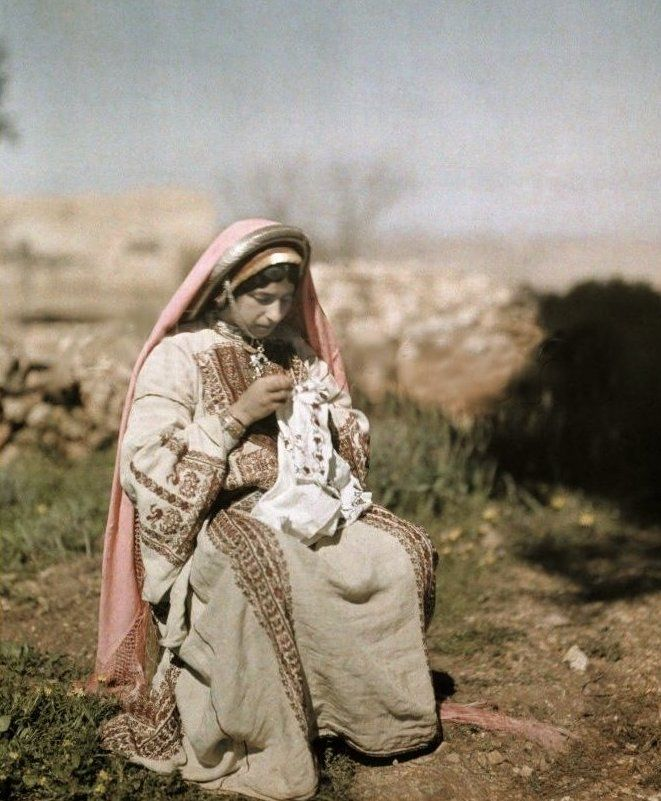 Ramallah - رام الله : Ramallah woma embroidering 1926