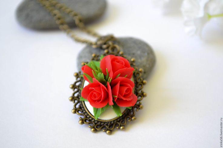 """Купить Кулон """"Алые розы"""" - ярко-красный, красный, алый, роза, красная роза"""