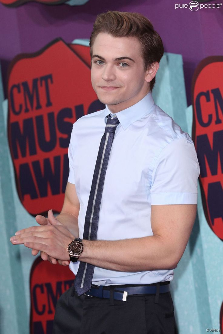 Hunter Hayes CMT Awards; he can have some funny expressions!!! :)
