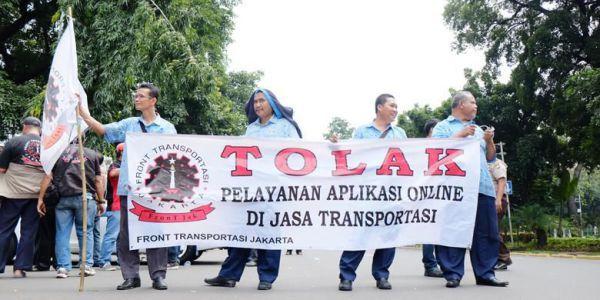 """Sentilan Organda Soal Penolakan Penetapan Tarif Taksi """"Online"""" -  https://wp.me/p8jg7C-eS"""