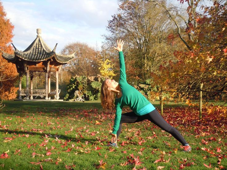 Parsvakonasana in the Park