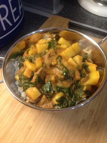 Vicki-Kitchen: Massaman beef and potato curry (Slimming World friendly)