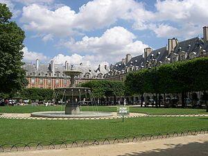 Droit de l'urbanisme en France — Wikipédia L'urbanisation très institutionnelle de la Place des Vosges, à Paris
