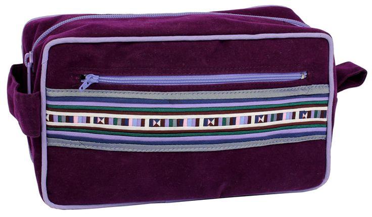 Sminkväska av sammet. http://www.imfairtrade.se/main.aspx?page=article&artno=15500-LI