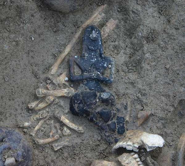 Idolo della Dea Madre; V millennio a.C., Neolitico tardo (5.300-4.800); ceramica mal cotta; Vicofertile, provincia di Parma, Italia. L'idolo, rappresentate la Dea Madre, fu ritrovato nel marzo 2006 a Vicofertile, in provincia di Parma.
