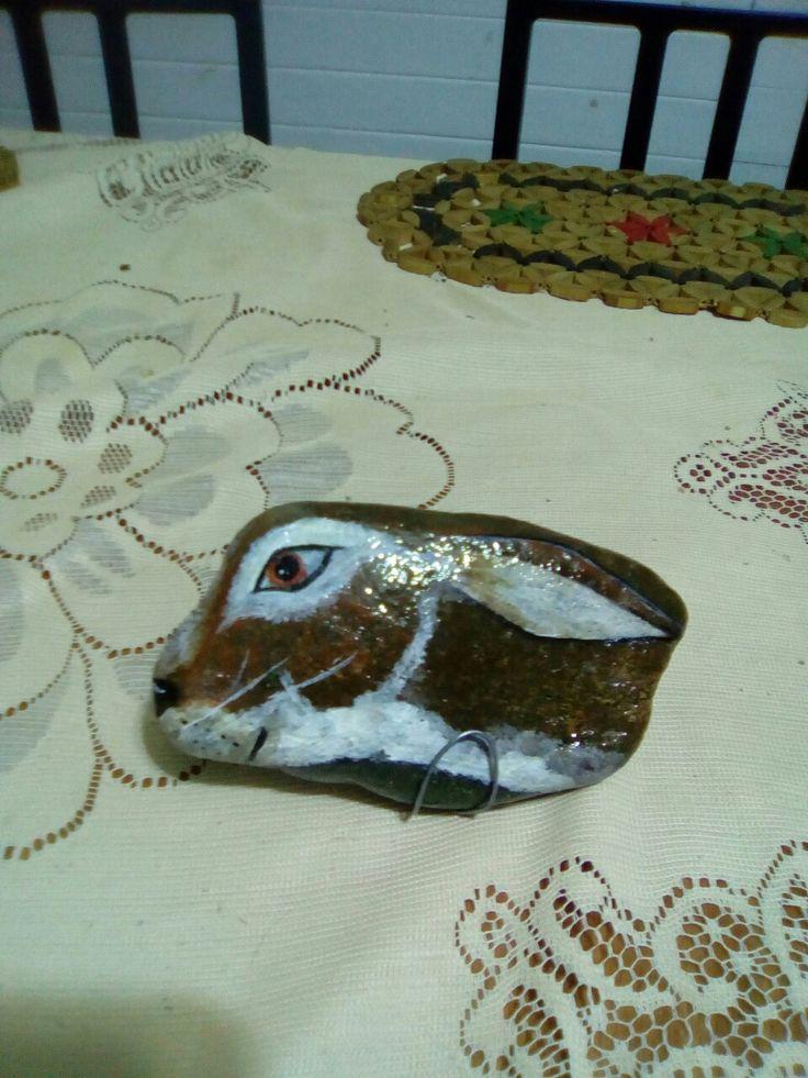 Conejo pintura en piedra