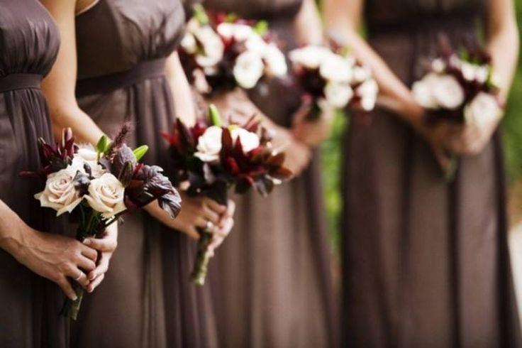 Vestidos de Dama de Honor en tono uniforme al resto de la decoración de tu boda