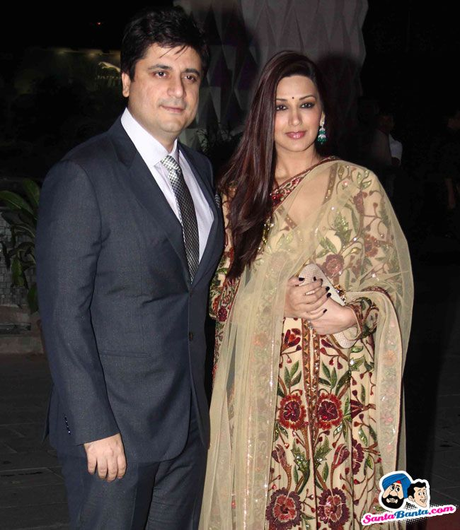 Tulsi Kumar and Hitesh Wedding Reception -- Goldie Behl and Sonali Bendre Picture # 298908