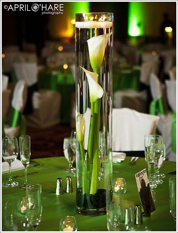 Simple centerpieces with calalilies at this green