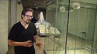 Título: Abstracción Biométrica Autor: Rafael Lozano-Hemmerde  La obra es una experiencia interactiva que tiene al cuerpo como interfaz de la experiencia. A través del propio cuerpo, su sombra, la propia voz, los propios ritmos cardiacos...   http://www.europapress.es/cultura/noticia-arte-biometrico-rafael-lozano-hemmerde-20140513162606.html  http://youtu.be/hF9p5BNu9TA
