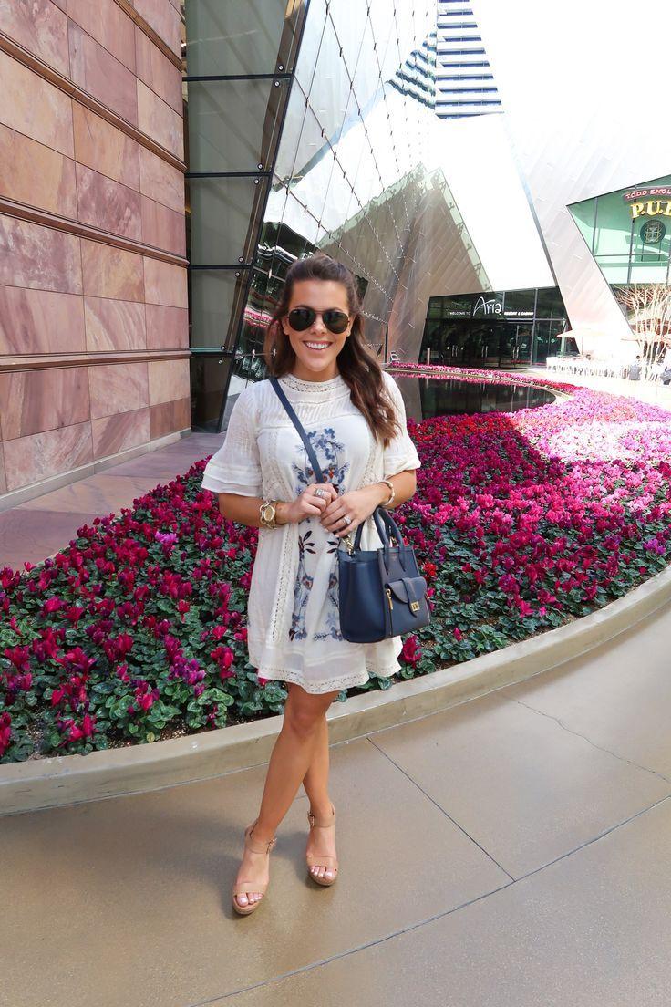 Las Vegas Travel Guide via Glitter & Gingham // What to do in Las Vegas