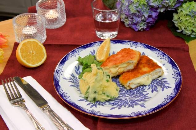 Kyckling cordon bleu med spenat- och vitlöksmos - Mitt Kök