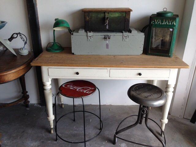 Nice desk , laptoptafeltje