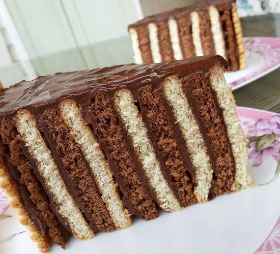 Bildiğimiz bisküvili pastayı yuvarlak kelepçeli kalıpta yaptım şekil olarak çok güzel oldu 😄
