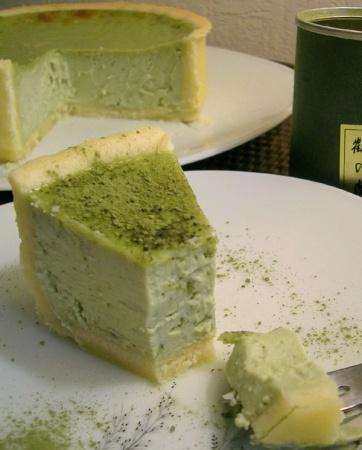Recette cheesecake au thé matcha par Natalia  : Couleur surprenante, mais goût très raffiné pour ce cheesecake en vert....Ingrédients : sucre, oeuf, citron, moule, ricotta