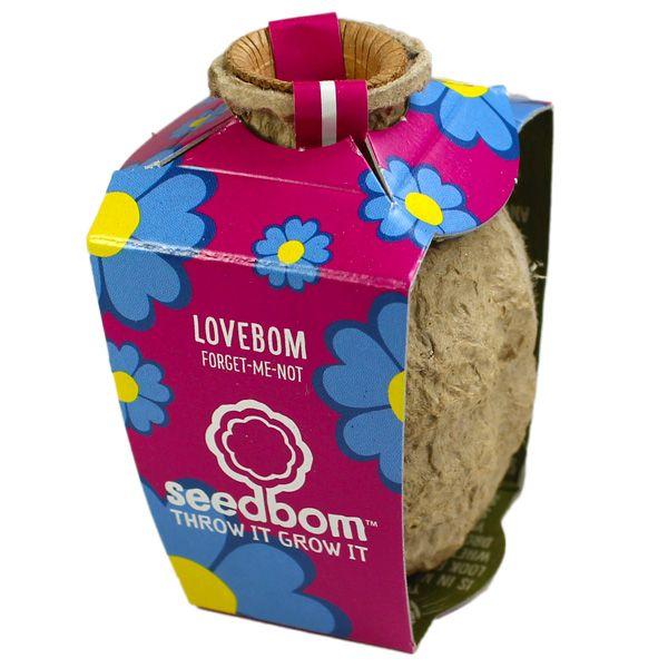 Lovebom : bombe à graines de myosotis, symbole de la fidélité et de l'amour durable.  #cadeau #plantes #graines #bombesàgraines #seedbombs #guerillagardening #seedbom #myosotis #amour