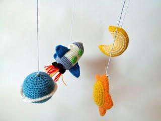 Móvil para Bebes Amigurumi - Patrón Gratis en Español aquí: http://amigurumies.blogspot.com.es/2013/02/movil-para-bebes.html