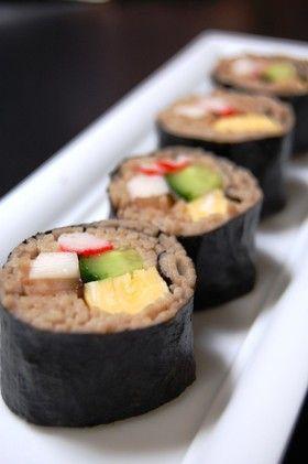✿蕎麦巻き寿司✿/100gで3本分。かにかま、ピーマン茹で、卵焼きで美味しかった。 http://cookpad.com/recipe/467435