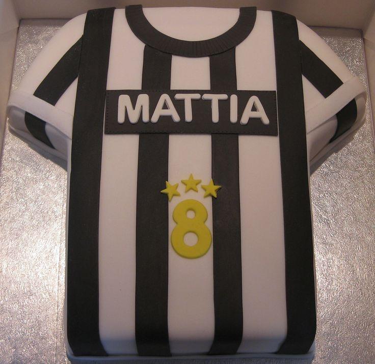 Torta maglietta Juve #tortacalcio #tortajuve #tortajuventus #Juve #juventus #tortacompleanno #tortamaglietta #tshirtcake