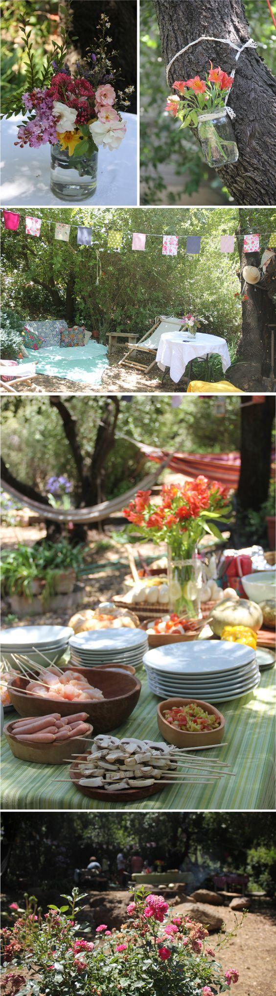 Decoración en el jardín para cumpleaños. Flores, banderas de género..
