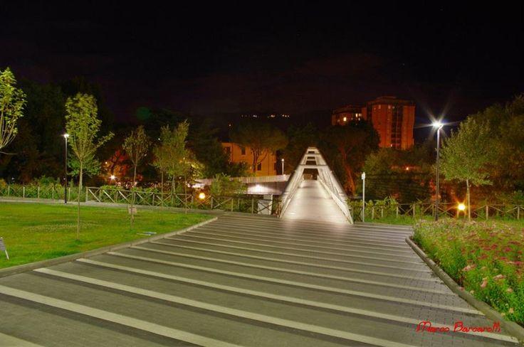 vista frontale passarelle fiume Nera