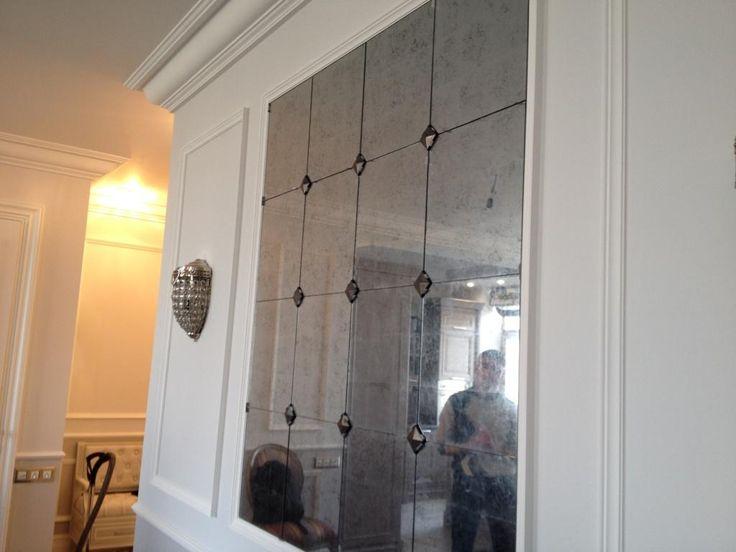 """Зеркальное панно с декоративными вставками: зеркало состаренное """"эгломизе-кракелюр"""", вставки из патинированного металла"""