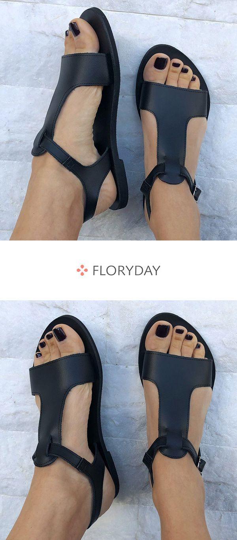 Flache Absatzschuhe mit Schnallen – Schuhe