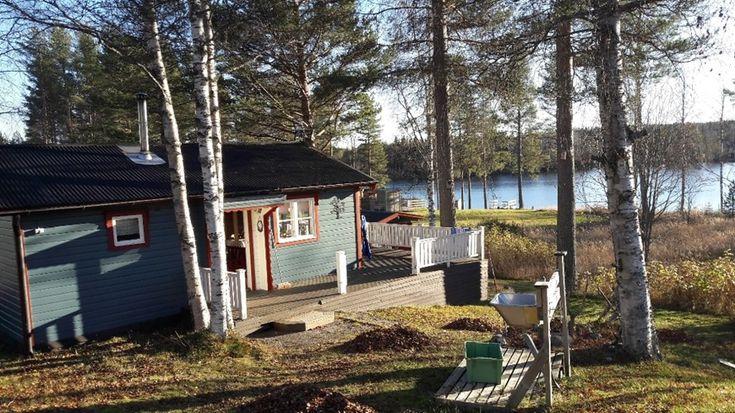 Stuga till uthyrning i Bastuträsket i Västerbotten. Här bor ni omgiven av naturen, nära en sjö med bra bad och fiskemöjligheter. Klicka vidare på bilden för möjlighet att hyra den till er semester i Sverige. Denna och fler fina stugor hittar ni hos oss på https://sverigestugor.eu