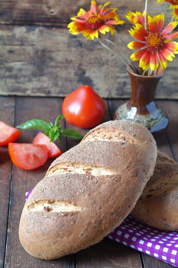 Просто и вкусно: Хлеб с отрубями, сушеными помидорами и сыром
