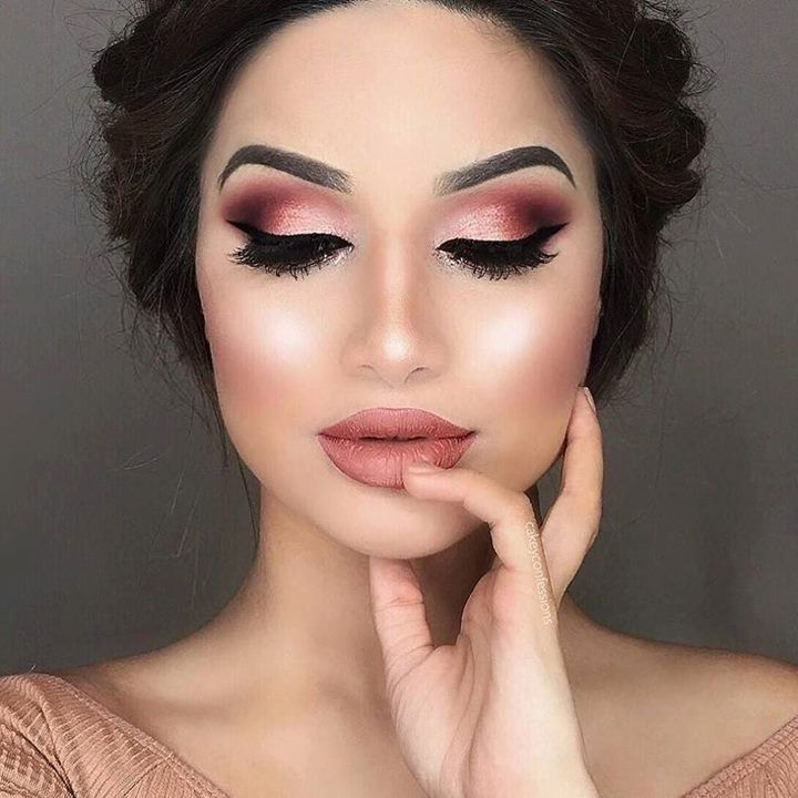 """Rose gold #makeup from @cakeyconfessions using @gerardcosmetics liquid rose gold lipstick """"Dreamweaver"""". Yay or nay? #rosegold http://ift.tt/2fD3Hrd"""