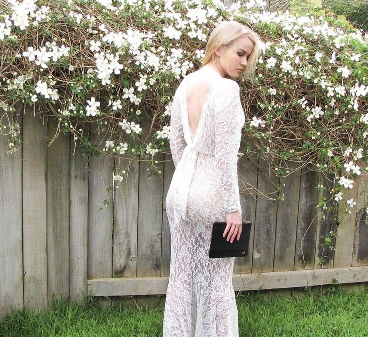 Total ❤ for this stunning shot of @_abbeysherwood_ in her Elavonza Yasmin mermaid lace gown with her luxe leather monogrammed pouch 😍😍😍 shop here www.elavonza.com or link in bio