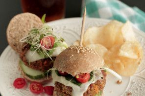 Bulgur Veggie Burger Sliders + Bob's Red Mill Giveaway: Mills Giveaways, Food Ingredients, Belle Peppers, Living Simply, Bulgur Veggies Burgers Sliders, Burgers Recipes, Veggie Burgers, Real Food, Bobs Red Mills