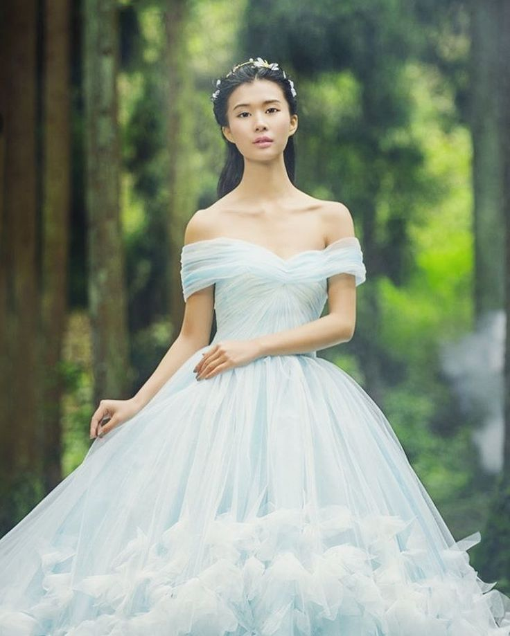 This ethereal pastel blue dress from Loja Satin is the definition of pure romance! #weddingdress #weddinggown #wedding #blue #feather #bride #praisewedding