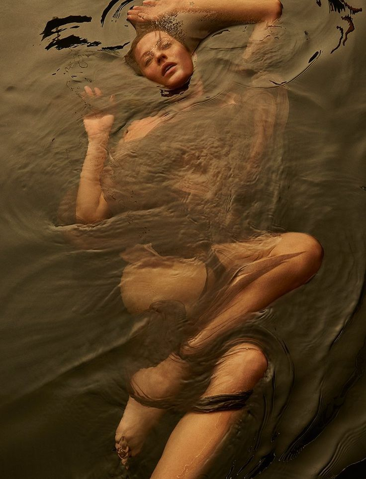 Gisele Bundchen in the water gallery: http://pudelekx.pl/gisele-bundchen-w-wodzie-dla-vogue-galeria-42948