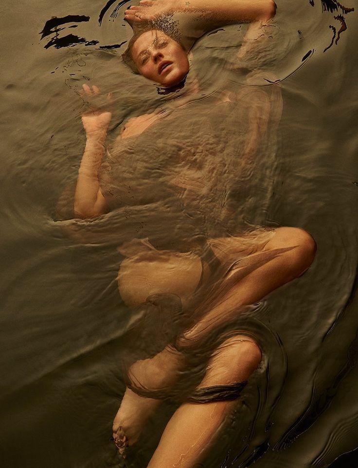 Gisele Bundchen in the water gallery: http://pudelekx.pl/gisele-bundchen-w-wodzie-dla-vogue-galeria-42948