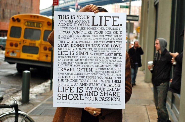 これはあなたの人生です。自分が好きなことをやりなさい。そして、たくさんやりなさい。 何か気に入らないことがあれば、それを変えなさい。 今の仕事が気に入らなければ、やめなさい。 時間が足りないのなら、テレビを見るのをやめなさい。 人生をかけて愛する人を探しているのなら、それもやめなさい。 その人は、あなたが自分の好きなことを始めたときにあらわれます。 考えすぎるのをやめなさい。人生はシンプルです。 すべての感情は美しい。食事を、ひと口ひと口を味わいなさい。 新しい事や人々との出会いに、心を、腕を、そしてハートを開きなさい。 私たちは、それぞれの違いで結びついているのです。 自分のまわりの人々に、何に情熱を傾けているかを聞きなさい。 そして、その人たちにあなた自身の夢も語りなさい。 たくさん旅をしなさい。 道に迷うことで、新しい自分を発見するでしょう。 ときにチャンスは一度だけしか訪れません。しっかりつかみなさい。 人生とは、あなたが出会う人々であり、その人たちとあなたが作り出すもの。 だから、待っていないで何か作ることをはじめなさい。 人生は短い。…