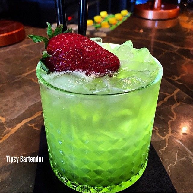 ▃▃▃▃▃▃▃▃▃▃▃▃▃▃▃▃▃▃▃▃▃▃▃▃ GREEN DESTINY 1 ½ oz. (45ml) Jack Daniels ½ oz. (15ml) Triple Sec 2 oz. (60ml) Orange Juice ½ oz. (15ml) Lemon Juice Splash of Blue Curacao INSTAGRAM PHOTO CREDIT: @morenabar1996 Tipsy Bartender Post your cocktail pics using...