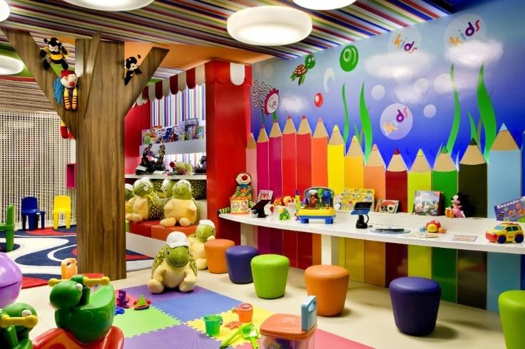 Para projetar o Espaço Kids, o arquiteto Giovanni Borges definiu como tema o fundo do mar. A 17ª Casa Cor Goiás, que abre as edições nacionais da franquia neste ano, segue até dia 25 de junho de 2013, no Setor Marista, em Goiânia