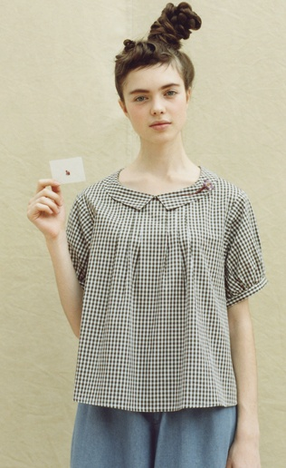 Felissimo | Association pullover blouse with gingham check |. Syrup loooooove her hair!!