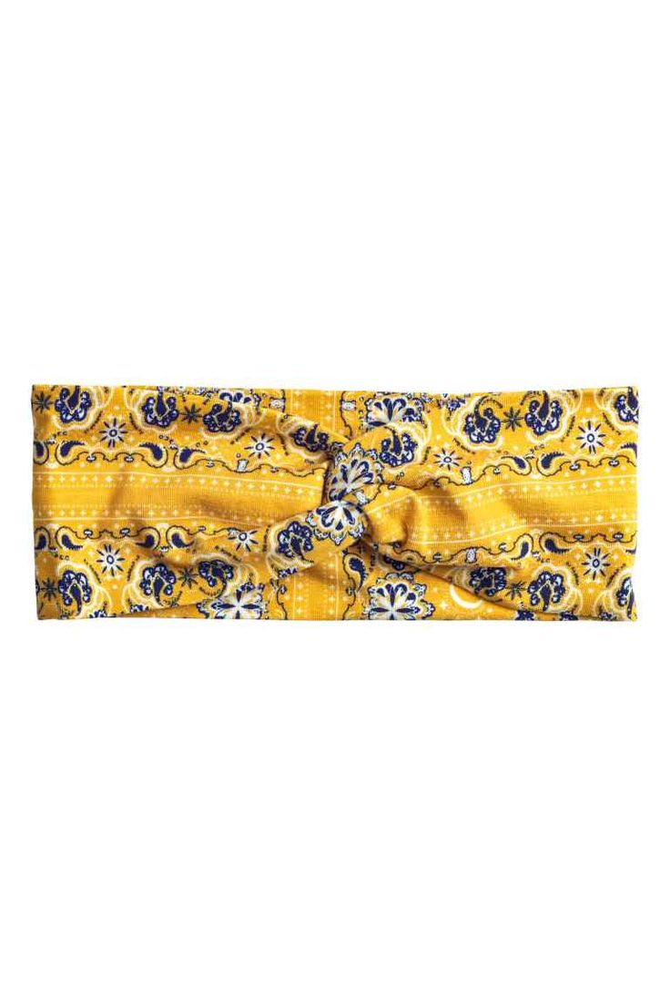 Patterned hairband: Wide hairband in patterned jersey with a twisted detail.